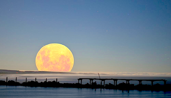 A Supermoon (photo: Flickr User robinohia).