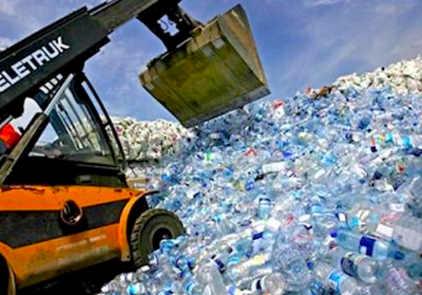 Plastic water bottles being landfilled (tamarayoungmarketing.empowernetwork.com)