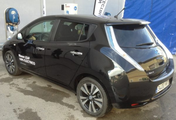 nissan-leaf-black-back
